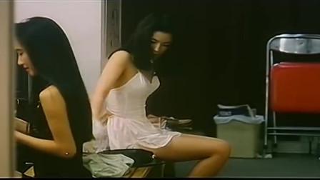 花货:女子进更衣间看到自己情敌的身材,又看自己的,瞬间自卑