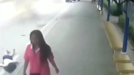 北京监控:这是女孩最丢脸的一幕,谁也无法相信