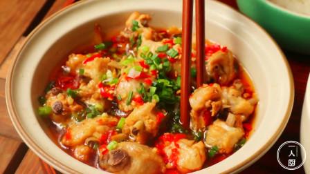 今天在家做了一道剁椒蒸鸡,又香又辣,一个人吃了三大碗米饭