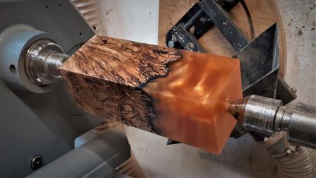 老外捡到枯木拿回家加工,打磨后竟然变成艺术品!能卖不少钱