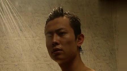 富婆看上了年轻小伙,趁着他洗澡的时候表白了