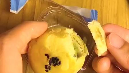 真的对这蛋黄酥超级沉迷,每次吃都不腻