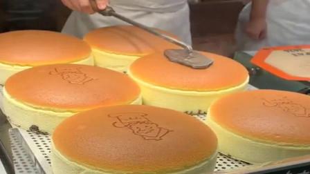 广东广州美食街,给面包烙印可以理解,摇铃铛是什么意思?