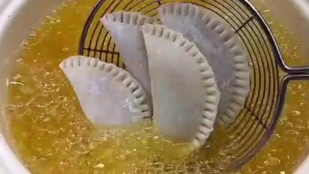用饺子皮做的香蕉派也很好吃哦,大家都在家试试!
