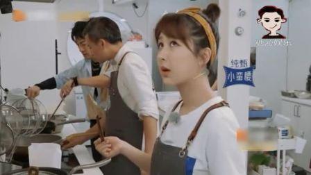 苏有朋太忙了,顾着自己锅里的,还得分心看杨紫锅里的