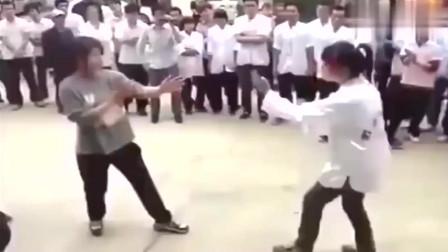 谁说武术不能实战别眨眼,看看咏春功夫女孩街头对打!