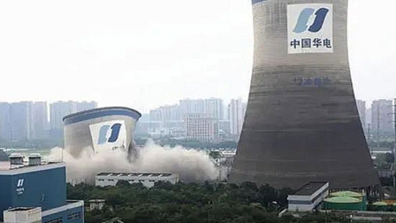 震撼!实拍杭州百米高巨型建筑爆破瞬间 一声巨响后建筑全面崩塌