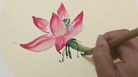 国画大师教你一笔一画精致勾画出粉色的莲花,笔法细腻,潇洒