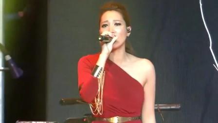A-Lin黄丽玲现场演唱《幸福了然后呢》,爆发力极强,太好听了