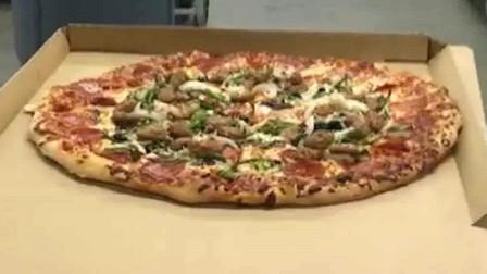 美国超市的披萨,我们是按寸算的,人家这是按米算的吧?