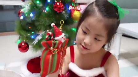 国外少儿时尚,和萌宝一起吃圣诞蛋糕,真可爱