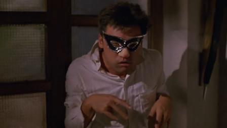 劫匪为了让人质认不出他,特意戴了一个面具,太逗了