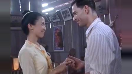 小娘惹:月娘找到了自己的幸福,接受了律师的求婚