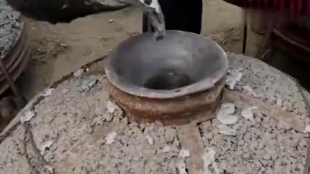 牛人发明:广西小伙高温熔化的铝水做锅,这样的手艺很少见了