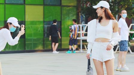 三里屯街拍:白衫白裤白裙子,夏天美女爱穿白