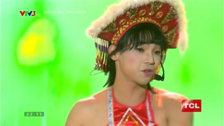 越南男歌手梅國越(MAI QUỐC VIỆT)反串模仿台灣玉女紅歌星甜歌皇后卓依婷演唱《阿里山的姑娘》。