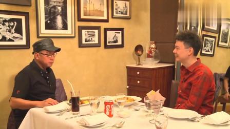 梁荣忠采访谭咏麟,说自己的生活的点点滴滴,有说有笑!相关的图片