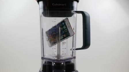 """老外""""最牛实验"""",把苹果手机扔进榨汁机里面,这是在""""榨苹果汁""""吗?"""