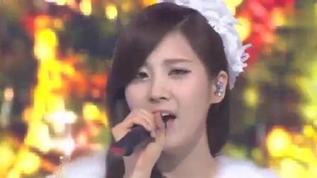 iu, 然而SBS人气歌谣圣诞特别舞台,泫雅跟孝琳和秀智的嗓音都很有魅力,满屏的大长腿