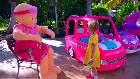 国外少儿时尚,小萝莉假装外卖员送比萨,好好玩呀