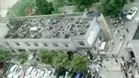 7月2日,贵州省毕节市赫章县发生4.5级地震,地震时医生抱26个新生儿跑下楼,1对1安排避免抱错婴儿。