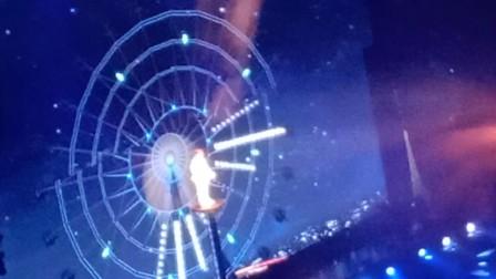 """2019王俊凯无边界演唱会《摩天轮的思念》饭拍 """"从这个角度看你们真的太美了"""" 小木头追星"""