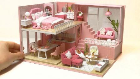 哇!粉色系的漂亮双层小房屋,会不会是给芭比娃娃定制的呢?