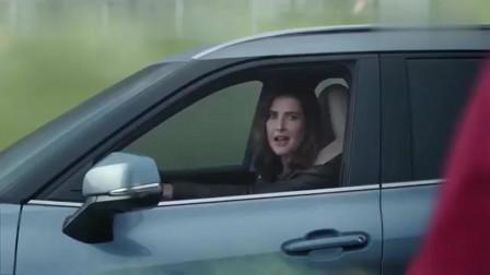 汽车:丰田汉兰达创意广告,最后把那怪兽装进去都问题不大吧?