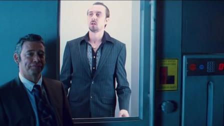 海扁王:秃头男被关进密室,谁知不一会,就成了肉酱太可怕了