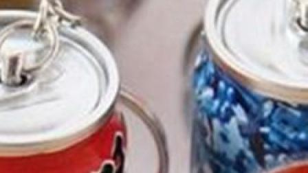 男子喝饮料后反复发烧 专家:易拉罐设计有污染风险