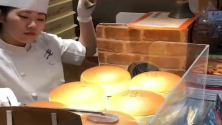 """起司蛋糕最关键的就是""""摇铃"""",据说这是为了转移蛋糕的注意!"""
