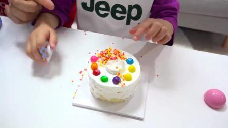 美国萌宝时尚,一起做生日蛋糕给哥哥过生日,亲手做的蛋糕真好看