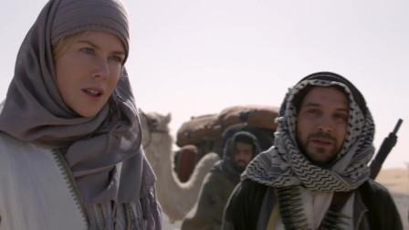 众人在沙漠被堵,部落首领佩服女子,想请她喝茶