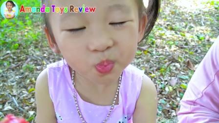 国外少儿时尚,小萝莉想吃冰淇淋妈妈用西瓜火龙果木瓜,快来看看吧
