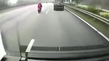 监控:这车祸太吓人,绝不敢看第二遍,监控拍下惨烈瞬间