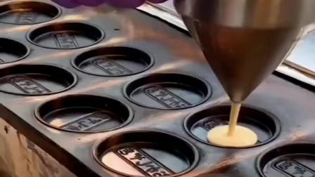 街头小吃:车轮饼,真有那么好吃吗?吃一个还要排队!