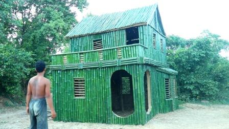 小伙用了两周的时间,在野外建造竹屋,成品确实很漂亮
