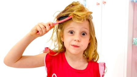 萌宝亲子故事:糟糕!小萝莉的头发被梳子缠住了!这可咋办?