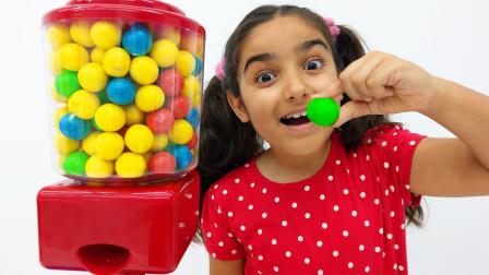 萌宝玩具故事:好搞笑!小萝莉想到什么办法得到糖果呢?