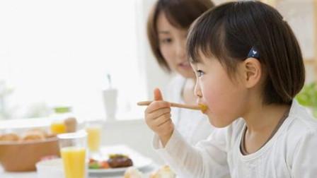 孩子几个月可以开始吃盐?吃盐不是越晚越好,家长不要疏忽大意了