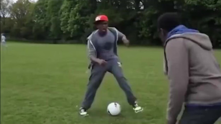 搞笑足球,实力诠释什么叫心态爆炸,好好踢个球不好吗