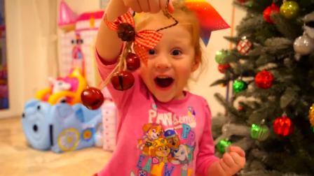国外儿童时尚,萌宝装饰圣诞树还有漂亮的南瓜灯车,好开心呀