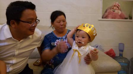 予宝人生中第一个生日,全家一起唱生日歌吃蛋糕,这样的童年真好