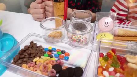 美国萌宝时尚,和小萝莉,一起制作冰淇淋草莓果冻!