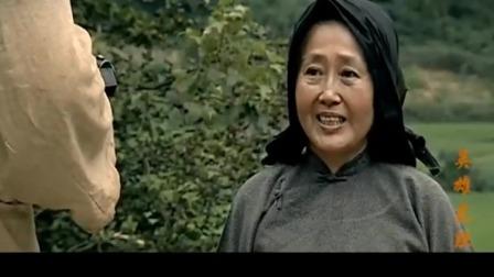 老婆婆原来是个高手,解放军没注意被害了。