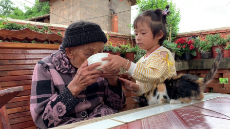 95岁老人气色红润,4岁重孙女给她吃啥,难怪精神那么好