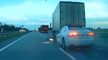 大货车时速150,高速装傻充愣,3秒后二车无一幸免都成铁渣!