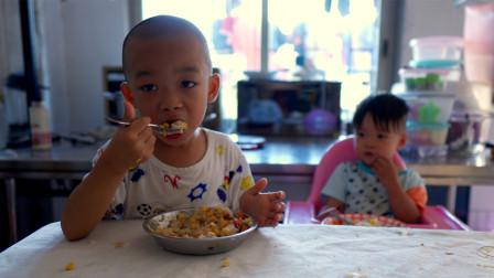 儿童餐小记,腊肠炒饭,搭配玉米胡萝卜,营养美味,孩子吃得开心