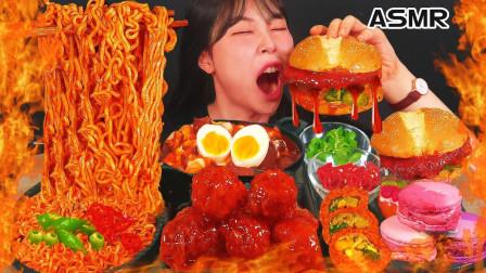 """韩国ASMR吃播:""""火鸡拌面+辣炒年糕+调味炸鸡+马卡龙+汉堡"""",听这咀嚼音,吃货欧尼吃得真馋人"""