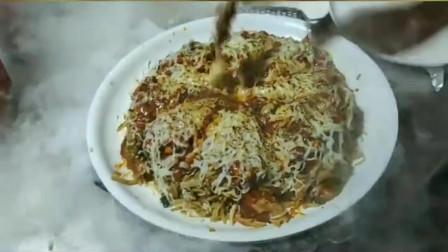 """印度人用炒米饭和咖喱搭配,做成了独具特色的""""芝士披萨"""""""